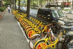 Bicicleta-compartilhando em Shanghai, China Imagens de Stock Royalty Free