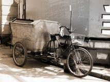 Bicicleta con el carro en China Fotos de archivo