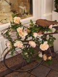 Bicicleta con las flores Fotos de archivo libres de regalías