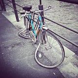 Bicicleta contra o tempo Imagem de Stock Royalty Free