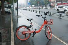Bicicleta da parte da bicicleta de Dockless imagem de stock royalty free