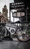 Bicicleta da rua do Flinders fotos de stock