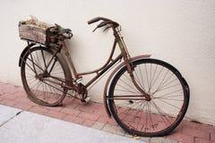 Bicicleta das senhoras do vintage Imagens de Stock