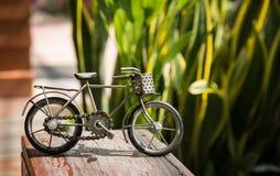 Bicicleta de acero del juguete fotos de archivo