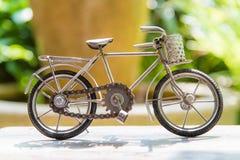 Bicicleta de acero del juguete foto de archivo libre de regalías