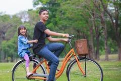 Bicicleta de ciclagem Imagens de Stock Royalty Free
