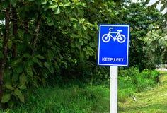 Bicicleta de la señal de tráfico Imagenes de archivo