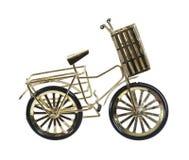 Bicicleta de oro con la cesta Fotografía de archivo