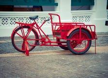 Bicicleta del color rojo Fotografía de archivo