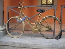 Bicicleta do ouro Imagens de Stock Royalty Free