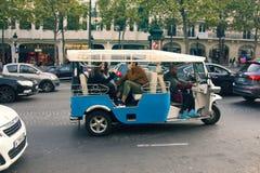 Bicicleta do passageiro no estilo extravagante foto de stock royalty free