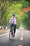 Bicicleta do passeio do desportista no centro de esportes da água de Nongbon em Banguecoque, Tailândia Foto de Stock