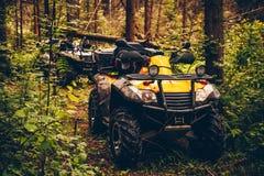 Bicicleta do quadrilátero de ATV na paisagem selvagem da natureza Imagem de Stock