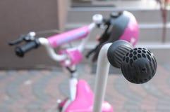 Bicicleta do ` s das crianças com punho Fotos de Stock