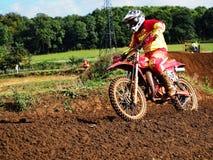 Bicicleta e cavaleiro de Motorcross imagens de stock royalty free
