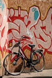 Bicicleta e grafittis Imagem de Stock Royalty Free