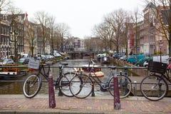 Bicicleta em uma rua foto de stock