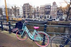Bicicleta em uma rua fotografia de stock