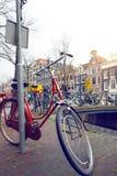 Bicicleta em uma rua imagem de stock royalty free