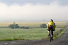 Bicicleta en el camino Foto de archivo