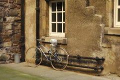 bicicleta en el cierre de Edimburgo imagen de archivo libre de regalías