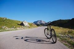 Bicicleta en la montaña Fotografía de archivo