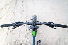Bicicleta gorda na praia fotos de stock royalty free