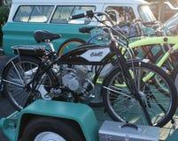 Bicicleta motorizada antigüedad de Columbia Imagen de archivo