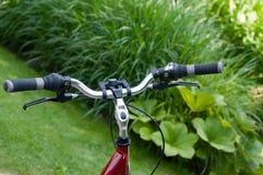Bicicleta na grama Imagens de Stock