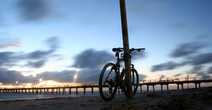 Bicicleta na praia 01 Fotografia de Stock Royalty Free