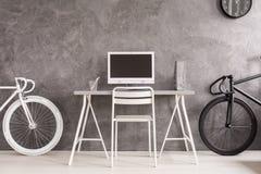 Bicicleta negra o blanca Foto de archivo libre de regalías