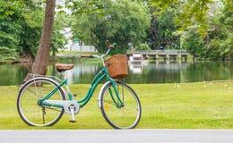 Bicicleta no parque Fotografia de Stock