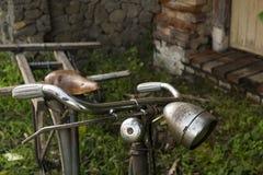 Bicicleta oxidada vieja Foto de archivo libre de regalías