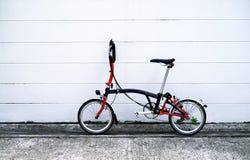 Bicicleta preta e vermelha Imagens de Stock Royalty Free