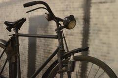 Bicicleta preta no estilo antigo imagem de stock royalty free