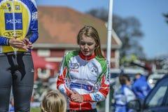 Bicicleta que compite con, ciclismo en ruta (ceremonia de premios para el más joven) Imagen de archivo