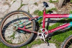 Bicicleta quebrada velha fotografia de stock royalty free