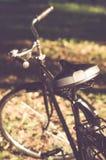 Bicicleta retro com folha de prova do vintage Fotos de Stock
