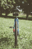 Bicicleta retro com folha de prova do vintage Imagem de Stock Royalty Free