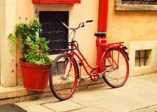Bicicleta roja Imagen de archivo