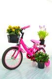 Bicicleta rosada del cabrito. Foto de archivo