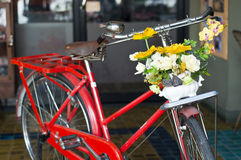 Bicicleta vermelha do vintage. Imagens de Stock Royalty Free