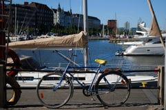 Bicicleta y barco Imagenes de archivo