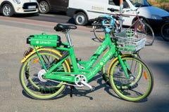 Bicicletas alugado no centro da cidade de Berlim Imagem de Stock Royalty Free
