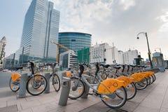 Bicicletas amarelas de Villo! em Bruxelas Foto de Stock Royalty Free