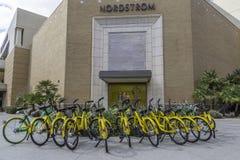 Bicicletas de alquiler de la comunidad en Scottsdale Arizona Foto de archivo