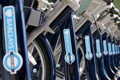 Bicicletas de Barclays - Londres Fotos de Stock Royalty Free