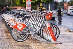 Bicicletas de la bici de Medina que alquilan la estación en Marrakesh imagenes de archivo