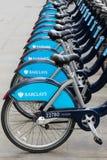 Bicicletas del esquema del alquiler del ciclo de Londres Imágenes de archivo libres de regalías