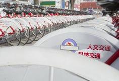 Bicicletas del estacionamiento Imágenes de archivo libres de regalías
